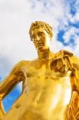 Peterhof Palace golden statue of a man — Stock Photo