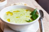 Broccoli and cheddar cheese cream soup — Stock Photo