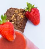 Strawberries And Brownie Indicates Juicy Afters And Fruity — Stock Photo
