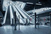 İş merkezi hareketli yürüyen merdiven — Stok fotoğraf