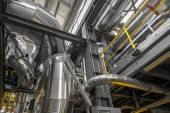 在火力发电厂的工业管道 — 图库照片