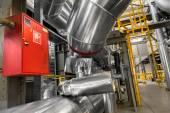 Rury przemysłowe w elektrowni cieplnej — Zdjęcie stockowe