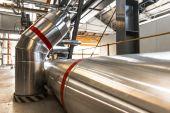 Tubi industriali in una centrale termoelettrica — Foto Stock