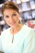 Smiling pharmacist woman in drugstore — Stock Photo