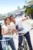Couple reading map on bike tour — Stock Photo