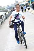 Montar bicicleta de hombre — Foto de Stock
