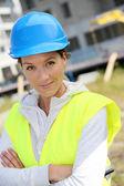 Ingegnere donna con casco di sicurezza — Foto Stock