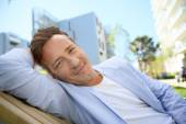 40-year-old man relaxing in park — Stock Photo