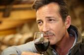 Winemaker tasting red wine in cellar — Stock Photo