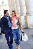 Couple of tourists doing shopping — Stock Photo