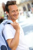 Man talking on phone with handsfree — Stock Photo