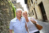 Couple visiting northern spanish town — Foto de Stock