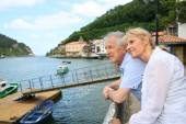 Couple visiting northern spanish town — Stockfoto