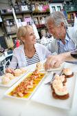 Couple eating Spanish fingerfood — Stock Photo