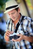 Photographer setting up camera — Stock Photo