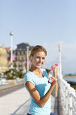 Girl lifting dumbbells in urban area — Stock Photo