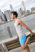 Man stretching out on Brooklyn Heights promenade — Stock Photo