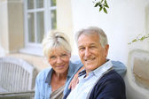 Senior couple relaxing on bench — Stock Photo
