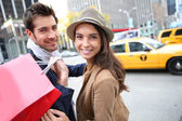 Couple doing shopping in Manhattan — Stock Photo