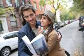 Couple with tourist guide book in Greenwich — Stock Photo