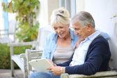 Senior couple websurfing on internet — Stock Photo