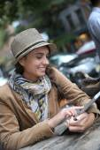 Girl at coffee shop and using tablet — Stock Photo