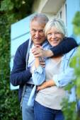 Man embracing his wife at house — Foto Stock