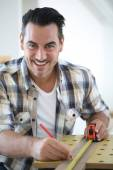 Man doing renovation work at home — Stock Photo