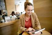 Brunette woman websurfing on tablet — Stock Photo