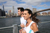 Joggers running on Brooklyn Heights Promenade — Stock Photo