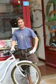 Bike shop owner in front of shopwindow — Stock Photo