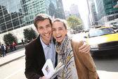 Couple of tourists enjoying Manhattan — Stock Photo
