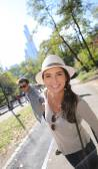 Tourists having fun walking in Central Park — Fotografia Stock
