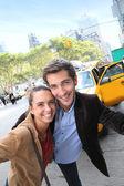 Couple having fun in Manhattan — Stock Photo