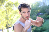 Athletic man working out in Central Park — Stock Photo