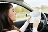 Woman reading road map — Stock Photo