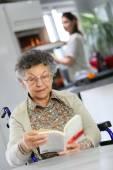 Elderly woman reading book — Stock Photo