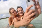 Couple making selfie in sea — Stock Photo