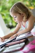 Girl making drawings — Stock Photo