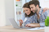 Couple at home websurfing — Stock Photo