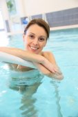 Woman in swimming-pool — Stock Photo