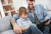Father with boy using tablet — Stock Photo