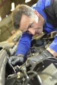 Car mechanic working with engine — Стоковое фото