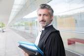 Lawyer outside courthouse building — Stock Photo