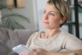 Woman using smartphone and earphones — Stock Photo