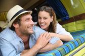 Casal deitado em uma van de campista — Fotografia Stock
