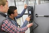 Man measuring heat pump temperature — Stock Photo