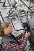 Technician checking heat pump intensity — Stock Photo
