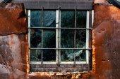 Gamla väderbitna fönster. — Stockfoto