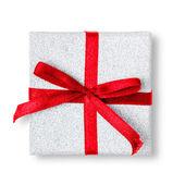 Caja regalo con la cinta aislada sobre fondo blanco. — Foto de Stock